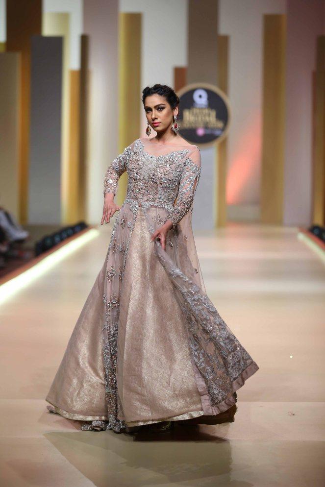 Aisha Farid (23)